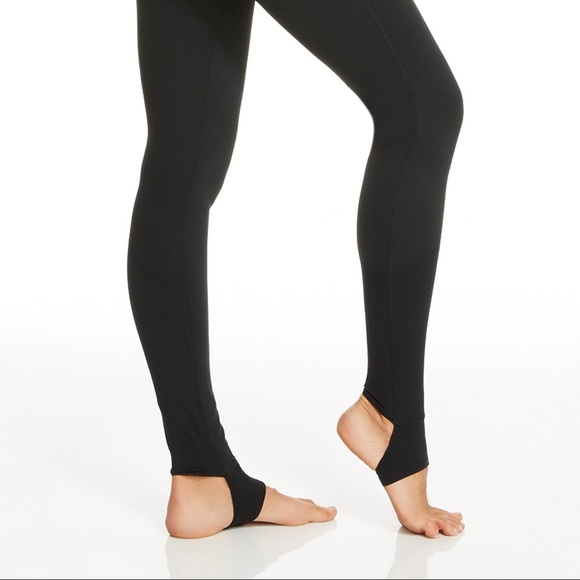 bc98ce52bae7bf Fabletics Black leggings with ankle straps. M_5aba819da4c4852c509ca944